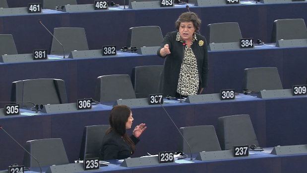 Ana Gomes and Labour's Miriam Dalli argue after the former delivered her speech. The chairman asked the two socialists to continue their argument outside