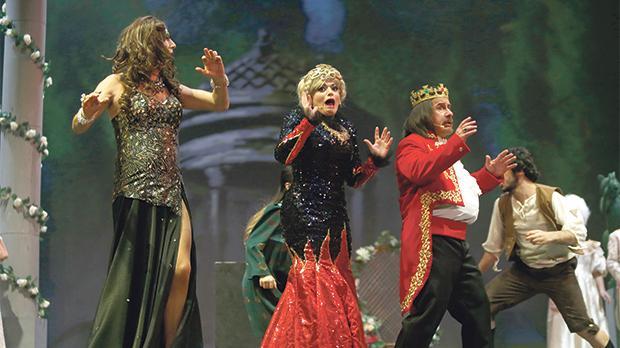Alan Montanaro (Dame Vera Tastee), Audrey Scerri (Queen of Kitchnik) and Renato Dimech (King of Kitchnik).
