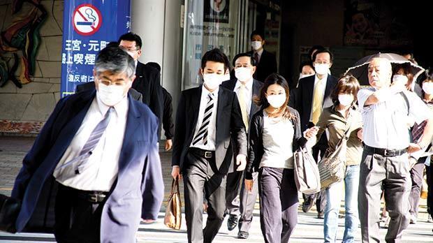 People wearing face masks during the swine flu outbreak in Kobe, Japan, on May 20, 2009. Photo: Hinochika/shutterstock.com