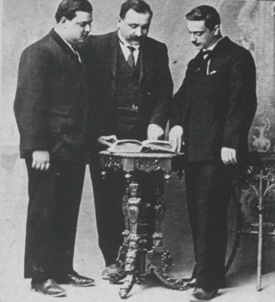 Dimech (centre) with two other members of the Xirka tal-Imdawlin (circle of the enlightened) in 1913.