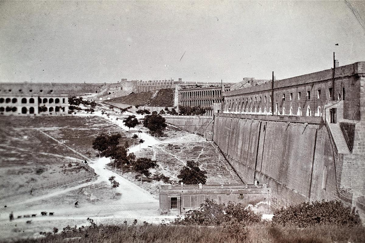 The Polverista Barracks, in Cospicua, 1910s.