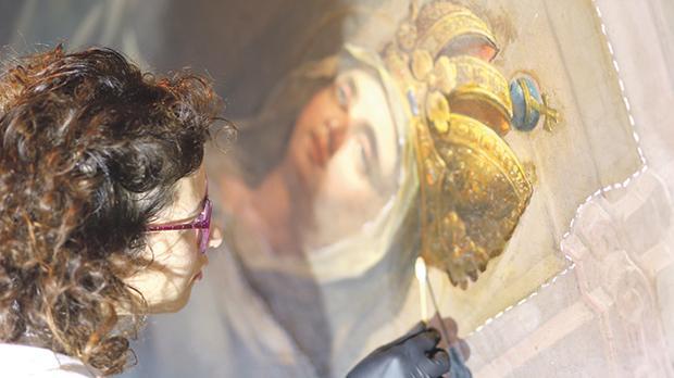 Conservator Maria Grazia Zenzani during the cleaning intervention. Photos: Atelier Del RestauroLtd