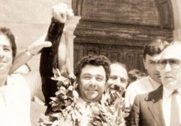 Pietru Pawl Busuttil, flanked by his lawyer Guido de Marco (right), celebrating outside the court after being cleared of any connection with the murder.