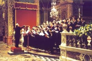 Mgr Liberto conducting the Cappella Musicale Pontificia Sistina at St John`s Co-Cathedral.