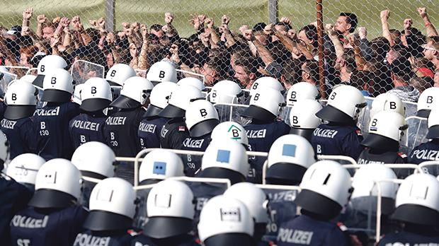 Policemen attend an exercise to prevent migrants from crossing the Austrian border from Slovenia in Spielfeld, Austria. Photo: Lisi Niesner/Reuters