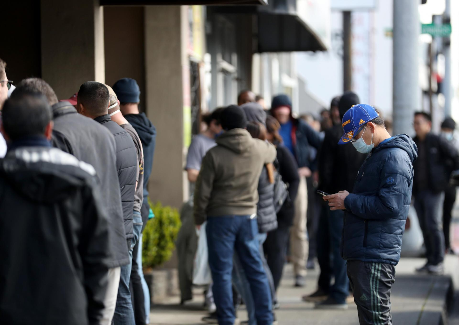 People line up to buy guns in California as the state's 40 million residents go into lockdown. Photo: AFP