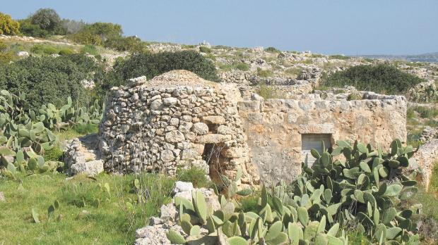 A girna adjoining a room built with dressed stone blocks in Wied Musa, between the Red Tower and Ċirkewwa.