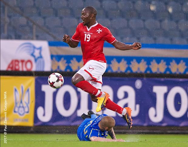 Alfred Effiong avoids a tackle against Ukraine. Photo: Paul Zammit Cutajar.