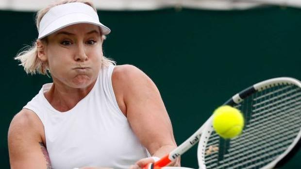 U.S. tennis player screams in agony after dislocating knee mid-match