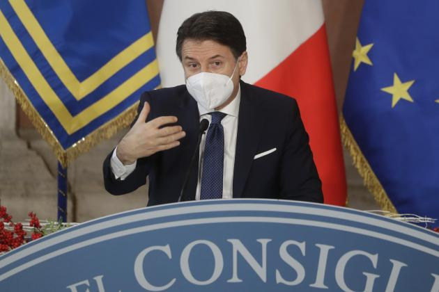 Italian PM battles to keep government afloat