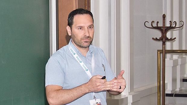 Jeremy Scerri delivering a lecture.