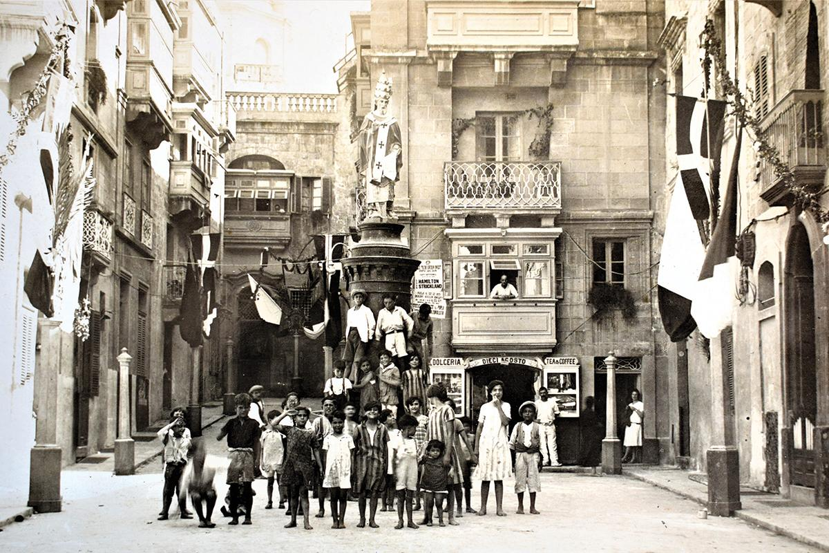 Vittoriosa on a feast day, 1920s.