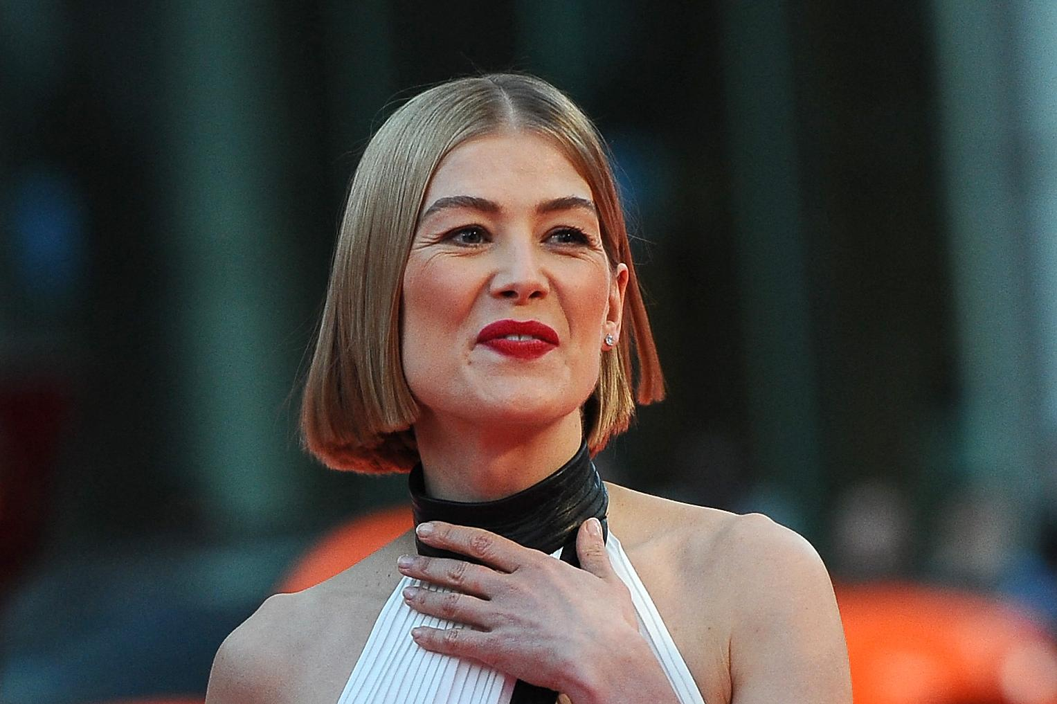 Rosamund Pike, winner of the best comedy actress. Photo: Sonia Recchia/Getty Images North America/Getty Images via AFP