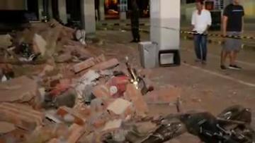 Tourists flee Indonesian island as earthquake death toll reaches 98