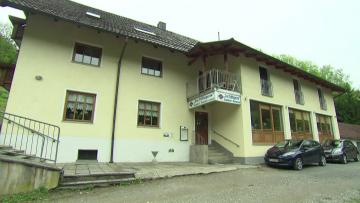 Possible suicide pact in macabre German crossbow murders  | Police found the last wills of two of the victims in a hotel room.