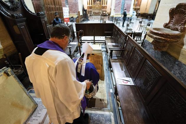 Archbishop blesses tombs in St Paul's Cathedral crypt