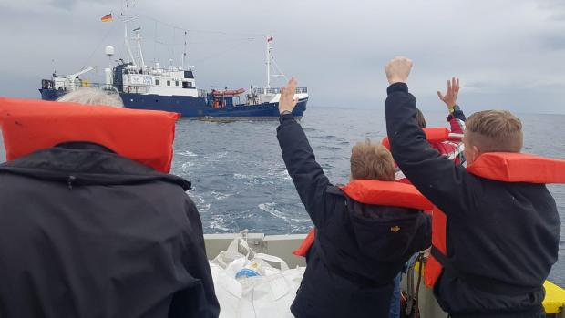 The rescue crew left the ship on Friday morning – only a minimum of crew members stays behind. Photo: Alexander Draheim/sea-eye.org