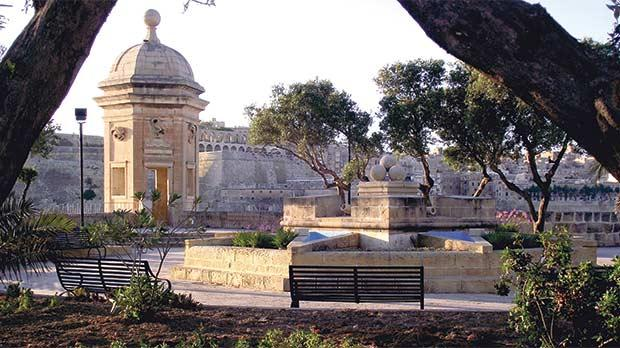 Senglea's Gardjola Gardens perched on the bastions withfantastic panoramic viewsover the Grand Harbour.
