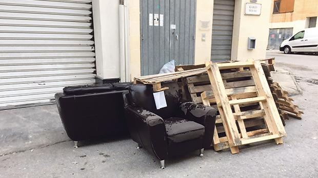 People from outside the Mrieħel industrial area continue to dump refuse – including sofas and bathtubs – wherever they deem fit.