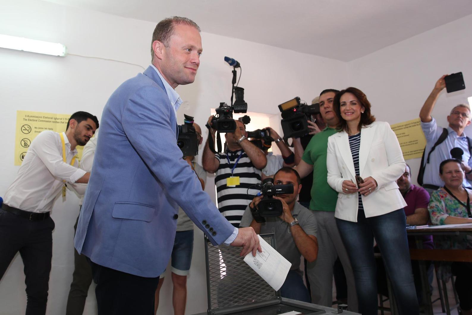 Joseph Muscat casts his vote in the 2017 election. Photo: DOI