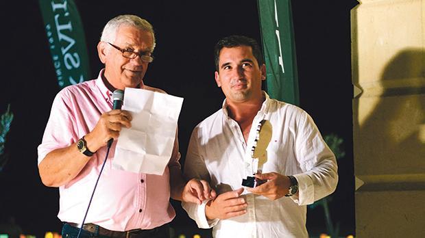 Frank Salt presenting the award to Julian Caruana.