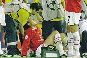 Gabriel Heinze damaged his cruciate ligaments during Man. United`s 0-0 draw with Villarreal.