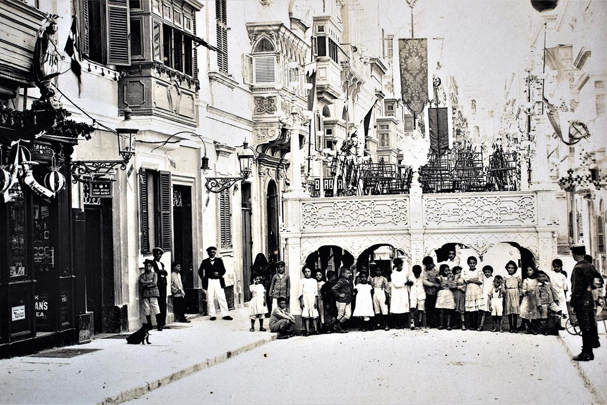 A view of Strada Vittoria, in Senglea on a feast day, 1910s.
