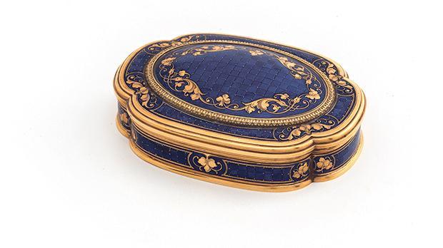 Snuff box, Enamel, Gold, Probably French, 18th century, 2 x 8.5 x 6.2, National Museum of Fine Arts,Valletta – Heritage Malta.