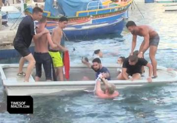 French fans 'rock the boat' at Spinola Bay