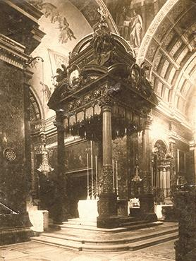 The baldacchino, erected in 1921, on the high altar of Senglea Basilica.