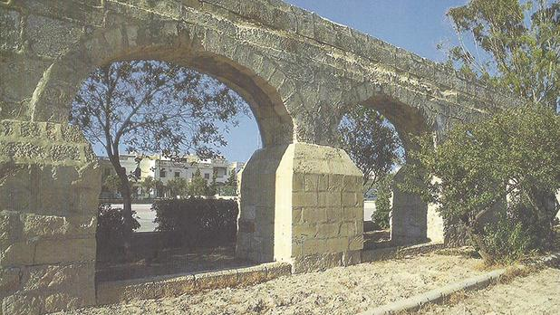 A section of the aqueduct at Mrieħel.