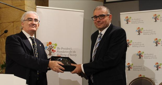 Prof. David Attard, University of Malta Chancellor (left), presenting Dr David Zammit with the award.