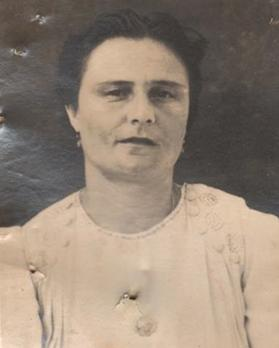 Passport application photo of Mary Rose Aquilina (née Ellul), aged 33. Courtesy of the National Archives of Malta