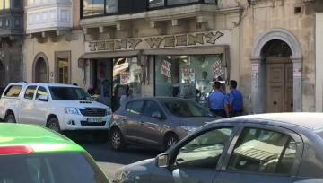 Hold-up at Tarxien convenience store | Police at the Naxxar road store. Video: Matthew Mirabelli