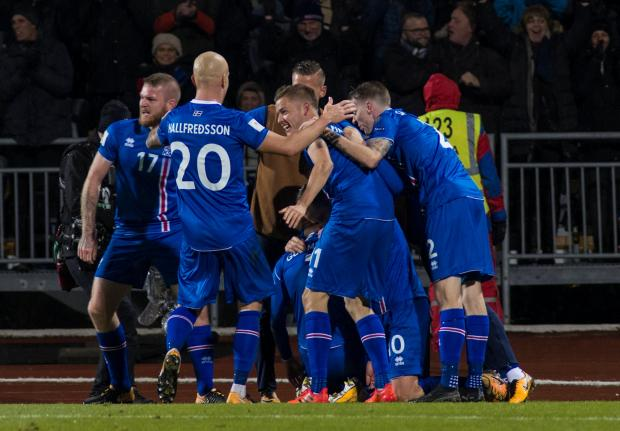 Iceland players celebrate their qualification to the World Cup.