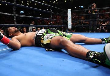 Wilder retains WBC heavyweight title with brutal first round TKO