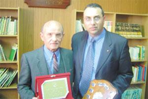 Mayor Paul Buttigieg (right) presenting the Gieh il-Qala award to Horace Mercieca