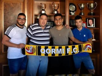 Alexsandro Ferreira (centre) presented as Qormi FC's latest signing.