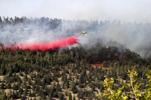 Fire rages near Jerusalem, villages evacuated