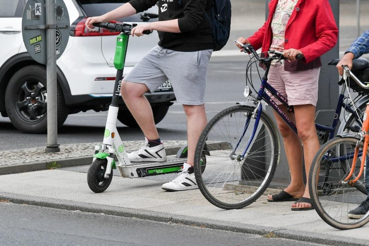 Foot scooters have to registered, according to the relevant law. File photo: AFP