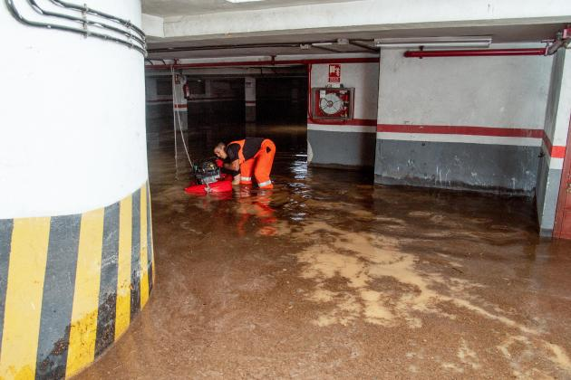 One dead, four missing in flash floods in Spain