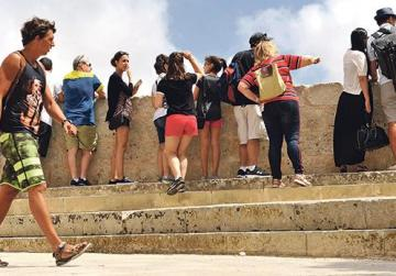 'Set limit on Mdina tourists to protect heritage'