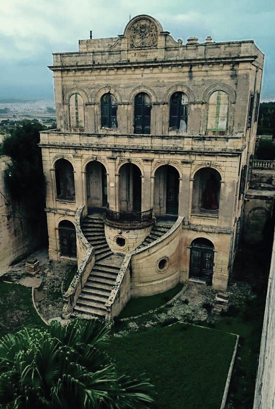 Villa Luginsland, in Rabat, the former residence of Baron von Tucher. Photo: https://malta.intercontinental.com/wp-content/uploads/2017/09/abandoned-building-in-rabat.jpg