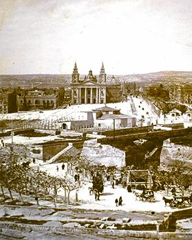 The first Britannia Circus – the round building in front of St Publius church – was dismantled after just six years in 1905 to make way for the new tramway.