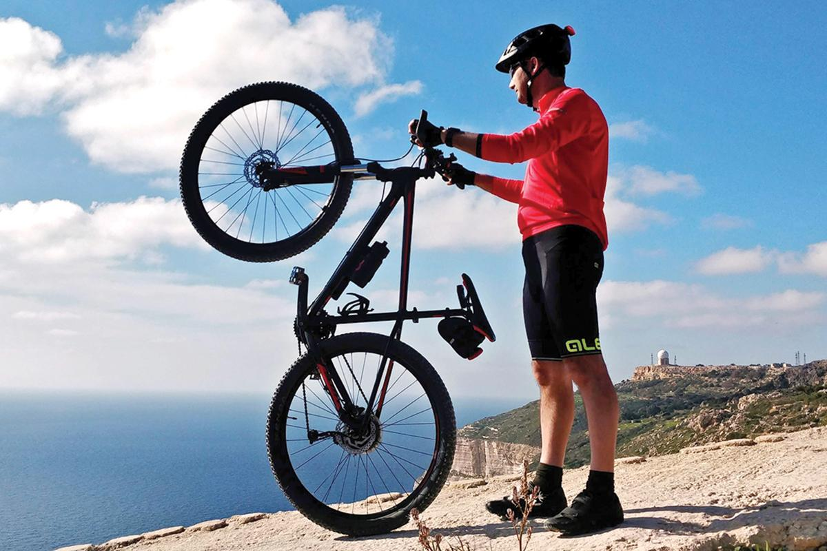 Cycling along Dingli cliffs