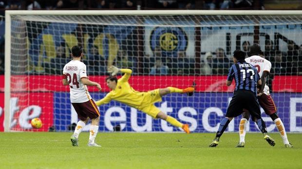 Inter beat Roma to take top spot, Juve down Torino
