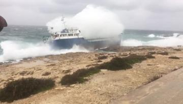 The vessel ran aground in Qawra.