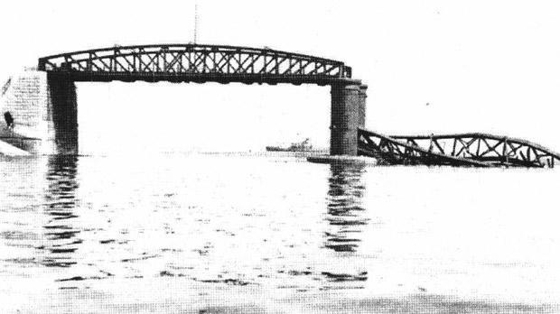 The old bridge, demolished almost exactly 71 yars ago.