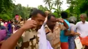 India's worst flood in a century leaves hundreds dead, thousands stranded in Kerala | Video: Reuters
