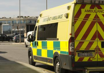 Two injured as vans collide in Ħamrun